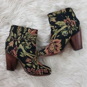 Rag & Bone floral tapestry ankle booties size 6